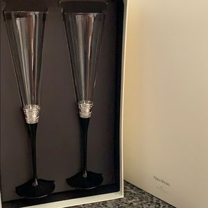 Unused Vera Wang champagne flutes and cake set